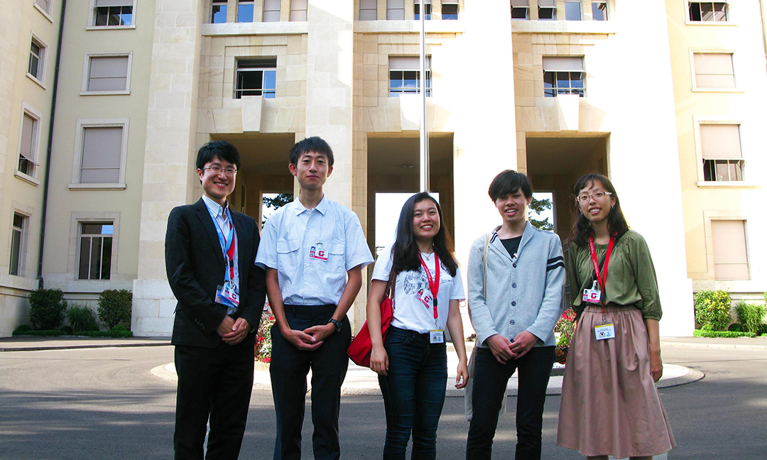 Commemorative photo in front of the U.N. Geneva Headquarters From left to right: Assistant Professor Hiromichi Matsuda, Ryo Usukubo, Momo Nakakita, Toshiki Narushima, Chizuru Yamazaki